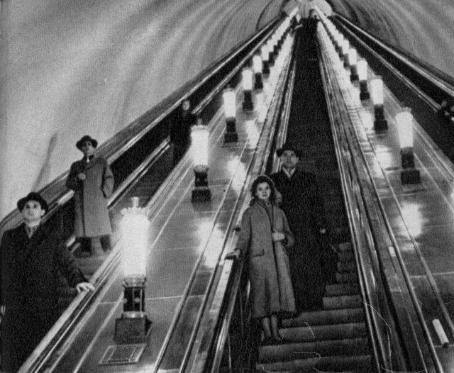 Внутри станции метро Университет в 1960 году