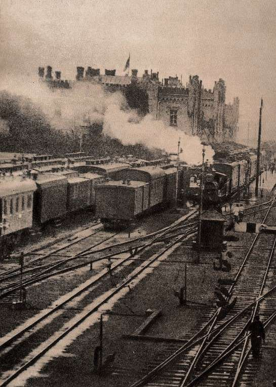1870-е годы Вокзал, пути, платформы, вагоны Киев.  На киевском железнодорожном вокзале в 1870-х годах.