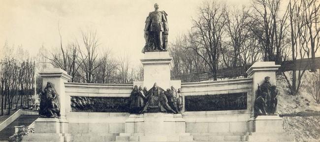 Памятник императорской семье Александра Второго