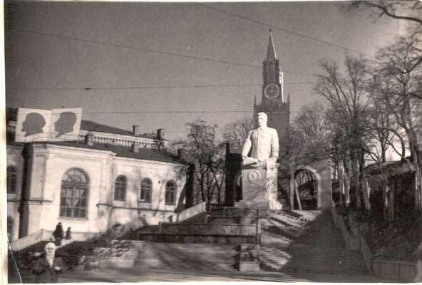Площадь Третьего Интернационала (ныне Европейская) в 30-х годах 20 века