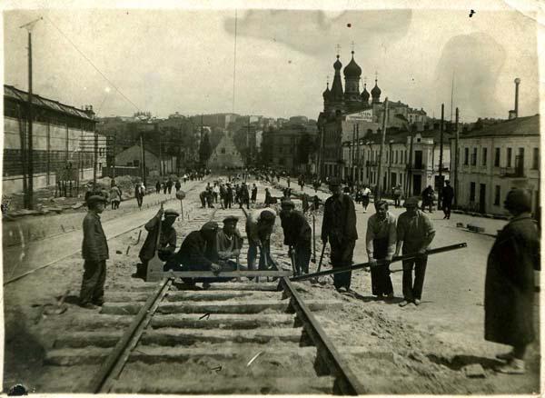 Улица Безаковская в 1934 году, ремонт трамайных путей