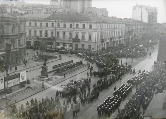 Парад в честь 1 мая на Крещатике в 1934 году
