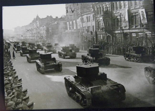 Парад на Крещатике в честь праздника Октября в 1938 году