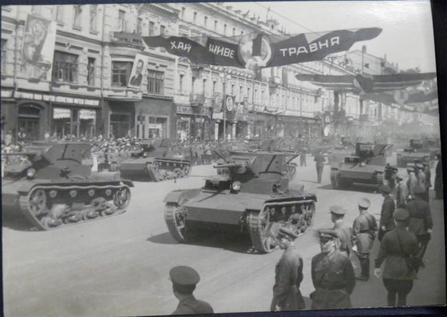 Танки на Крещатике - военный парад 1 мая 1939 года