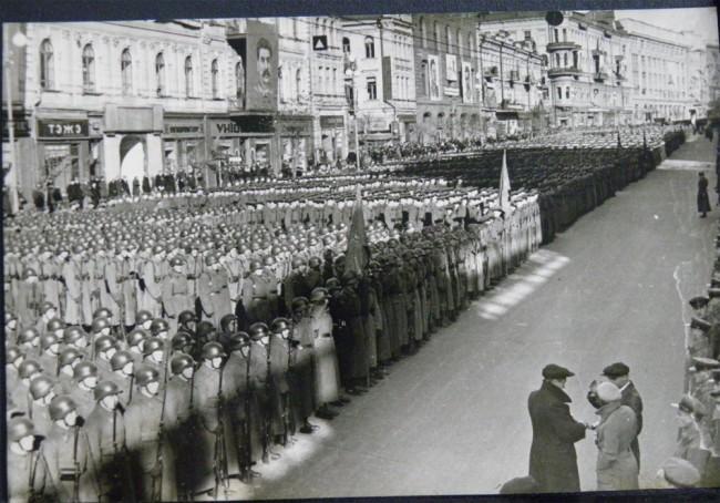 Военный строй на Крещатике - парад в честь праздника Октября в 1939 году