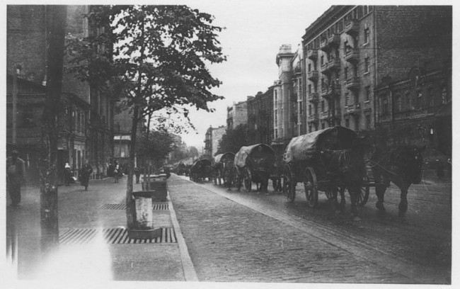 Угол Красноармейской и Жилянской, 1941 год, немецкая колонна