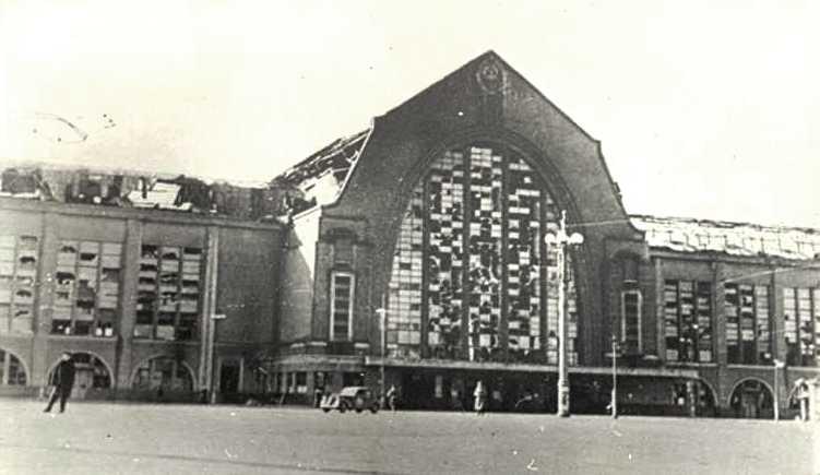 Здание вокзала сильно пострадало в 1941 году во время Великой Отечественной войны