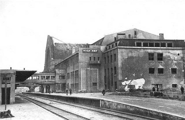 Разрушения на вокзале, Киев в 1943 году