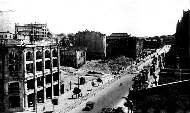 Вид сверху на Крещатик в 1944 году