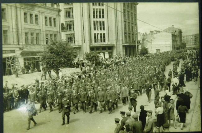 Пленные немцы на Крещатике в августе 1944 года