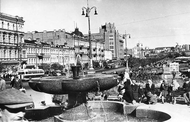 Фонтан в начале Крещатика в 1949 году