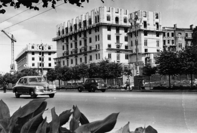 Крещатик строится в 1950 году