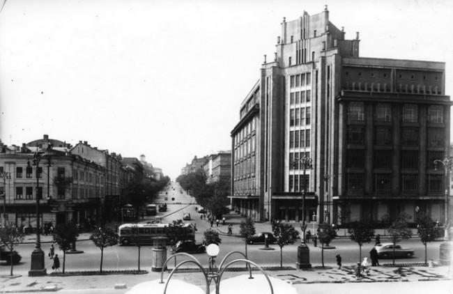 Угол улиц Крещатик и Ленина в 1950 году