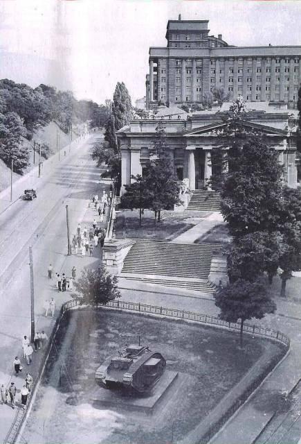 Вид на музей, Европейская (Сталина) площадь