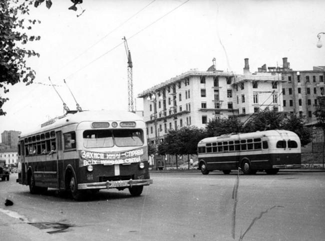 Троллейбусы на Крещатике в 50-х годах