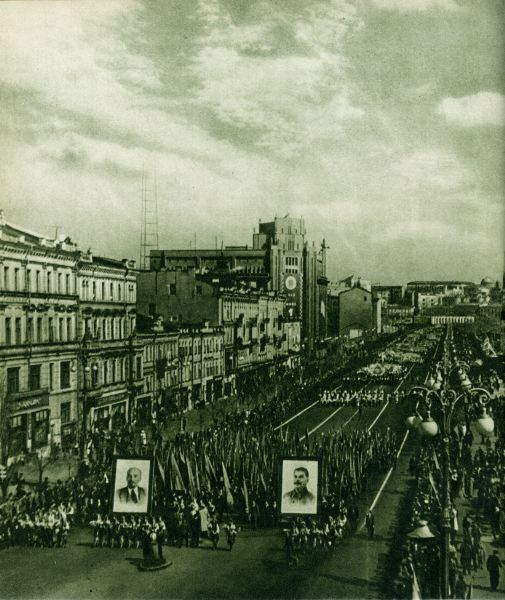 Парад на Крещатике в 50-х годах