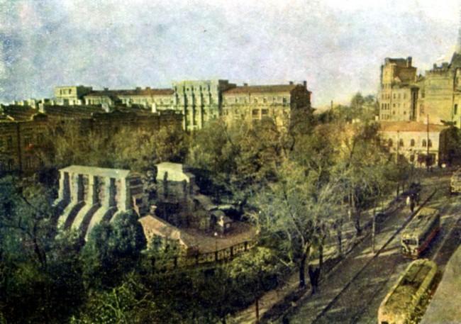 Вид сверху на старые Золотые ворота в Киеве, 50-е годы