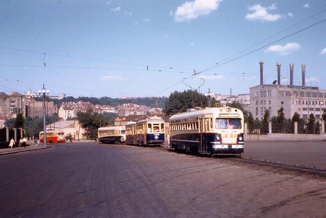 Трамваи у вокзала в 1959 году