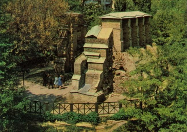 Разрушенные Золотые Ворота в Киеве в 60-х годах
