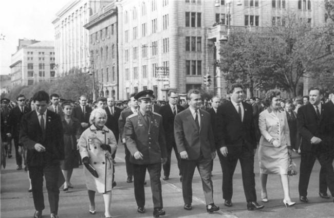 Юрий Гагарин в Киеве в апреле 1966 года, с Александрой Пахмутовой