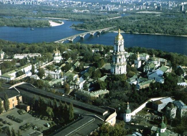 Полет над Лаврой, 1985 год