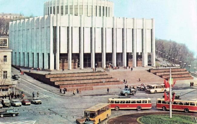 1985 год. Европейская (Ленинского Комсомола) площадь, музей Ленина (сейчас Украинский дом)