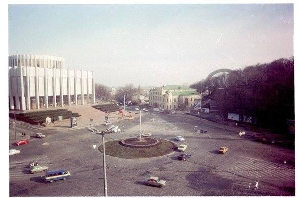1993 год. Украинский дом (бывший музей Ленина) на Европейской площади