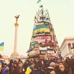 2014 год. Новогодняя елка на Майдане после событий разгона митинга протеста.