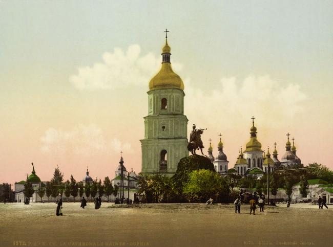 Софийская площадь в 1888 году. Софийский собор и памятник Богдану Хмельницкому