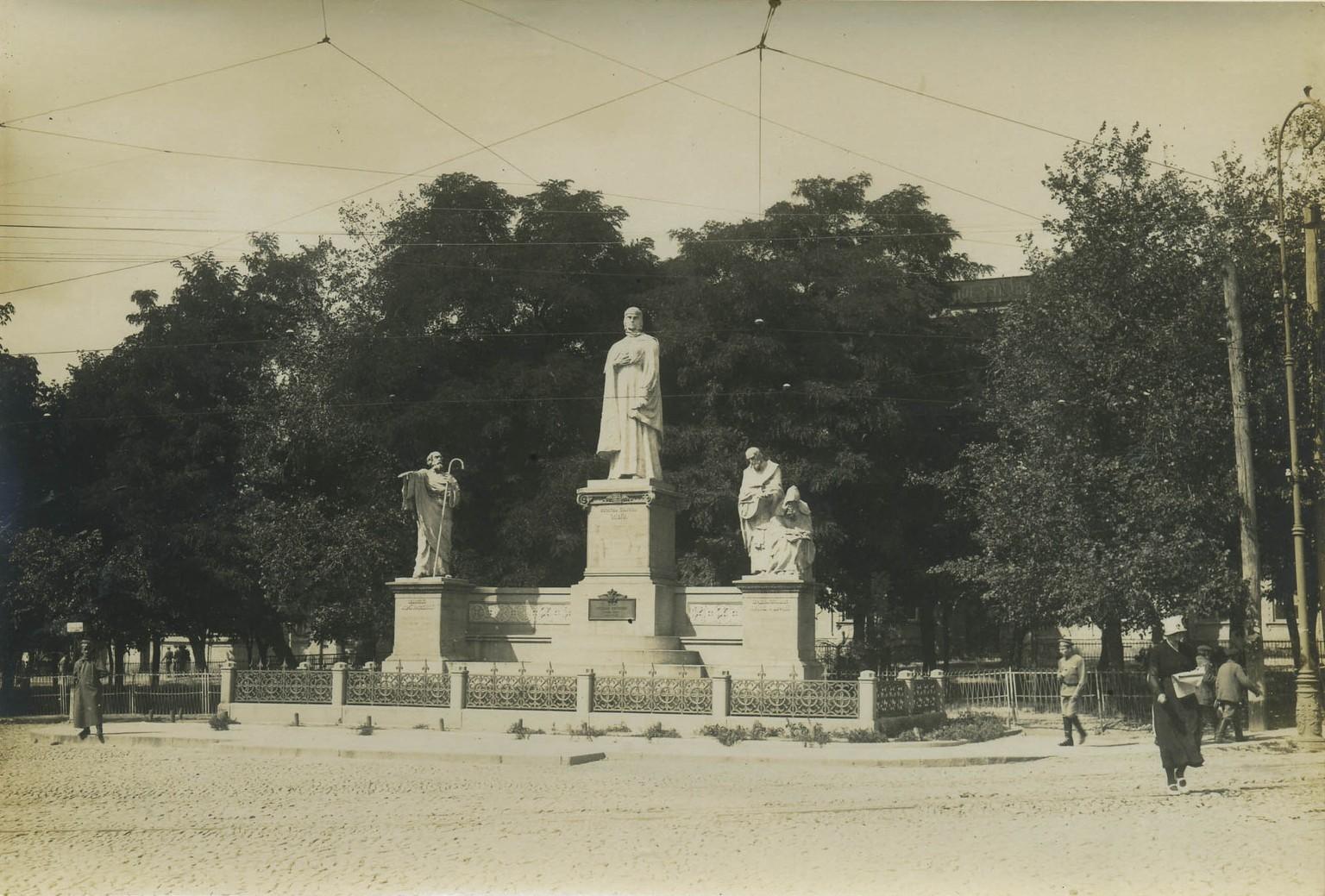 Памятник княгине Ольге, Михайловская площадь, начало 20 века