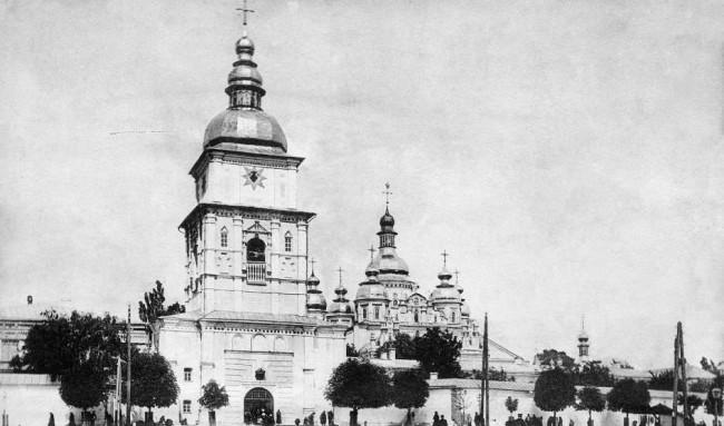 Михайловский монастырь в 1906 году