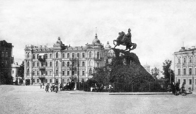 Памятник Хмельницкому на Софийской площади в 1906 году