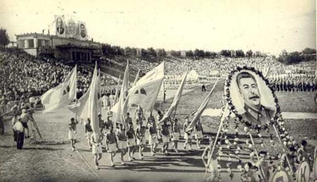 Празднования на стадионе Лобановского в 30-х годах 20 века