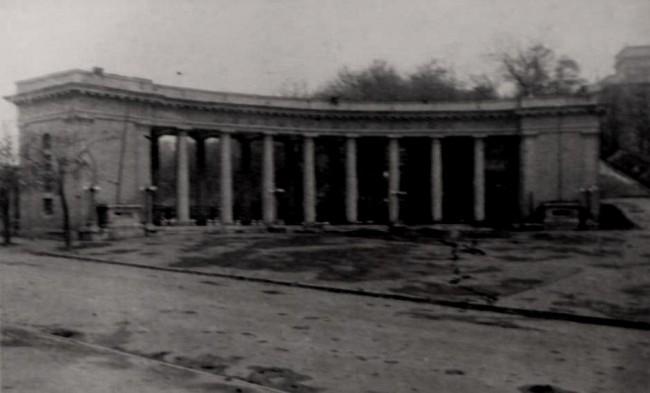 Колоннада стадиона Динамо во время оккупации в 40-х годах