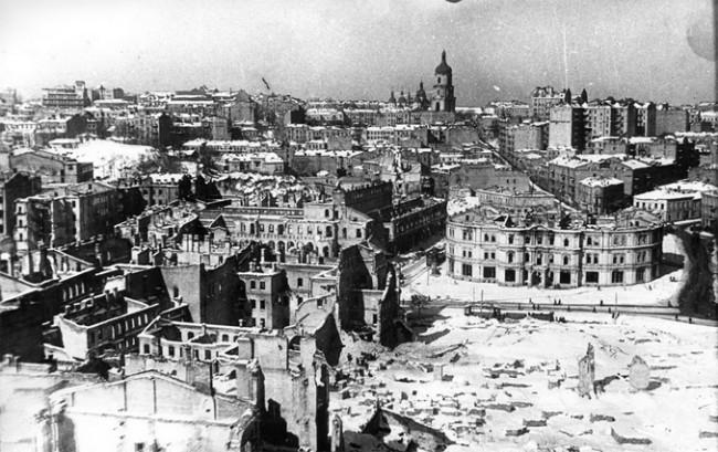 Площадь Калинина в 1944 году (современный Майдан Незалежності)