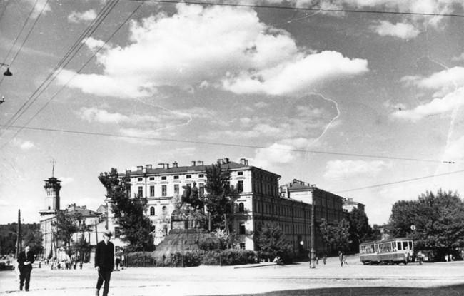 Площадь Хмельницкого в послевоенном Киеве
