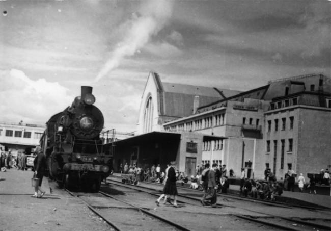 Железнодорожный вокзал в 1946 году, восстановленный