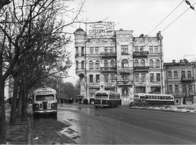 Площадь Льва Толстого, вид на Пушкинскую улицу, 1954 год