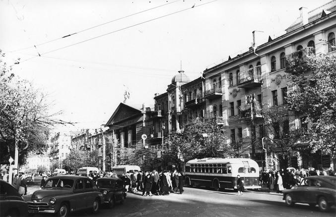 Площадь Льва Толстого и кинотеатр Киев в 1958 году