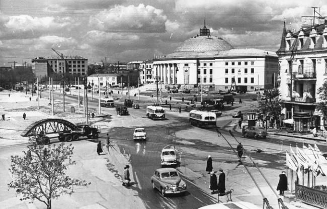 Цирк на площади Победы, строительство закончено, 1960 год