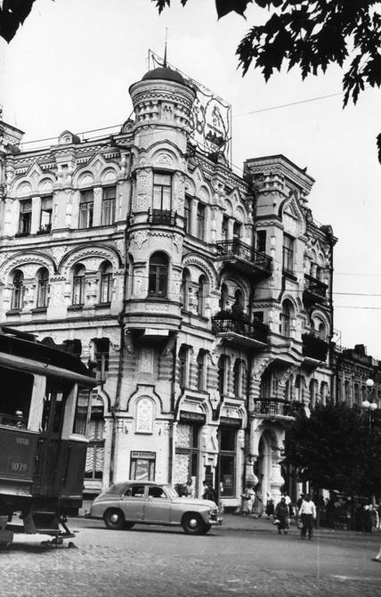 Угол Пушкинской улицы в 60-х годах