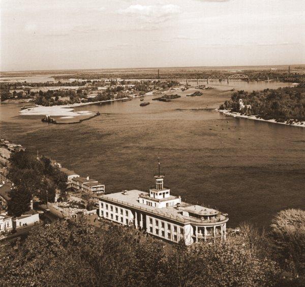 Речной вокзал на Подоле в 60-х годах 20 века