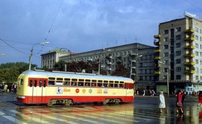Трамвай на площади Победы в 1970 году