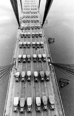 Испытание Московского моста на прочность перед введением в эксплуатацию в 9176 году