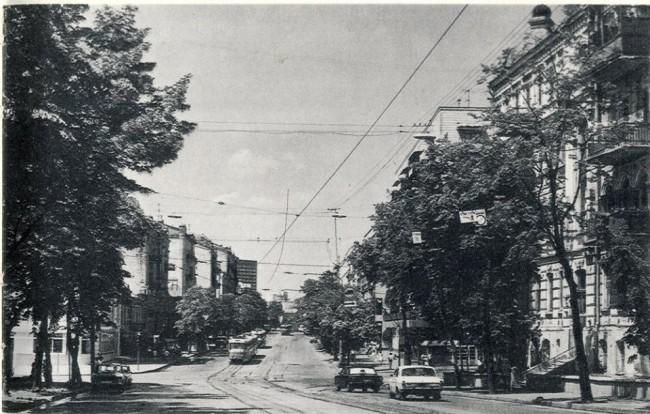 1987 год. Улица Саксаганского, перекресток с Толстого. Трамвайные пути.