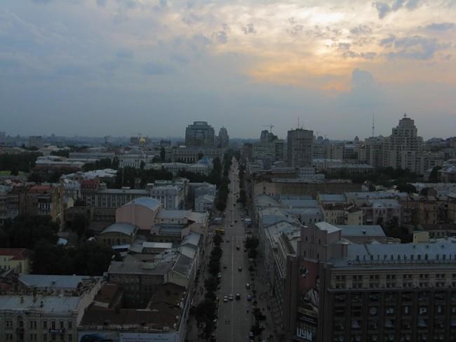 Вид на улицу Хмельницкого с кинотеатра Дружба на Крещатике
