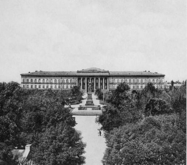 Университет Шевченко и памятник императору