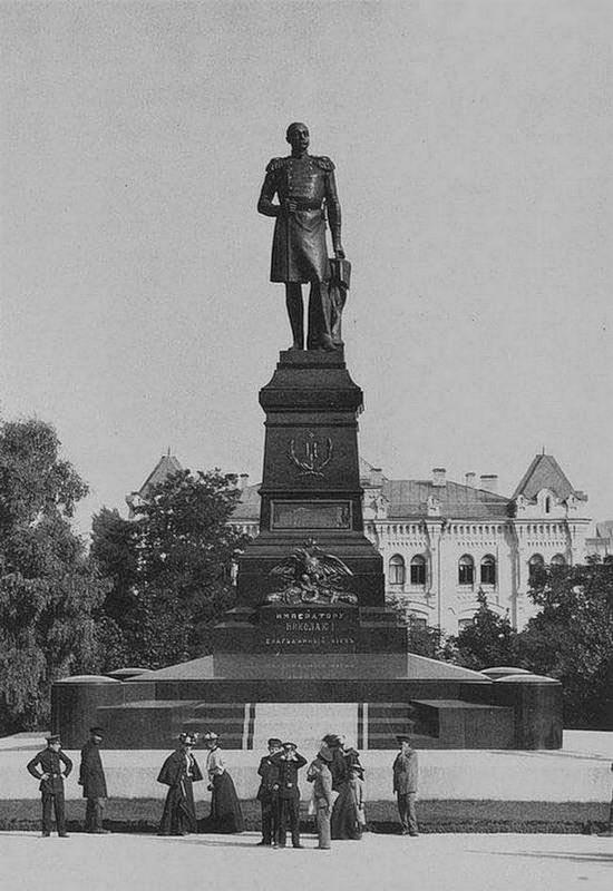 Памятник императору (конец 19 века)