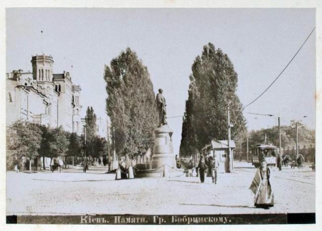 Памятник Бобринскому на месте памятника Щорса, конец 19 века