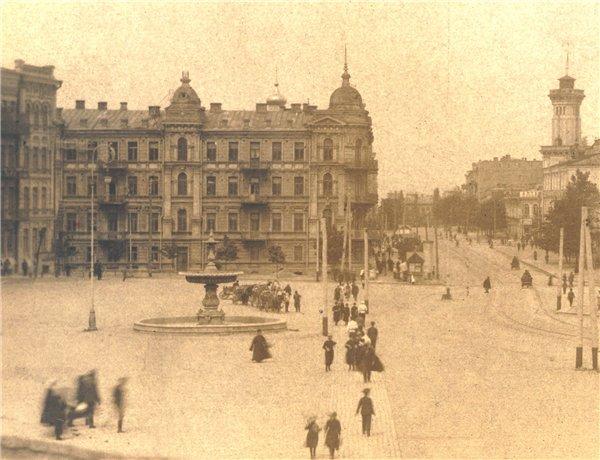 Фонтан на Софийской площади в 1900 году